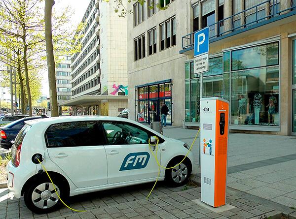 Cinco respuestas sobre los carros híbridos y eléctricos